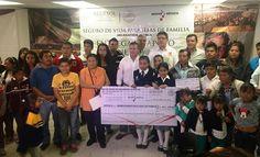 Entrega Sedesol 3 mdp del Programa Seguro de Vida para jefas de familia