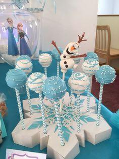 Frozen (Disney) Birthday Party Idea - blue and white cake pops with snowflake holder. Elsa Birthday Party, Frozen Birthday Theme, Frozen Themed Birthday Party, Disney Birthday, Birthday Party Decorations, Cake Birthday, 4th Birthday, Disney Themed Party, Frozen Birthday Cupcakes