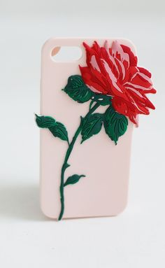 If the rose itself wasn't enough, check out the dreamy pink shimmer silicone it sits on. did someone call 1-800-dream-case?!