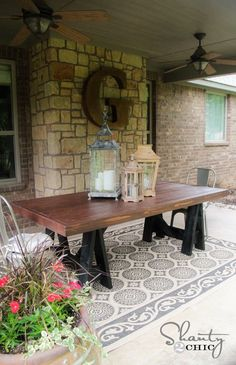 I love the giant G, need to do this for the sunporch...plus that table is divine!