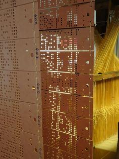 Tilburg - Textielmuseum. Het museum bevat een enorme collectie van boeken met uitgestanste programma's voor de weefmachines, die daardoor automatisch het patroon konden weven. Lijkt op boeken voor draaiorgels! Foto: G.J. Koppenaal - 31/5/2017.