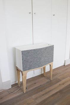 V Speaker is a minimalist design created by England-based designer Oliver Staiano. V speaker, the free-standing wireless unit delivers impec...