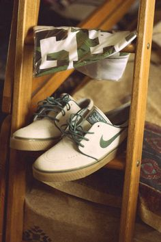 2014 cheap nike shoes for sale info collection off big discount.New nike roshe run,lebron james shoes,authentic jordans and nike foamposites 2014 online. New Nike Shoes, Nike Free Shoes, Skate Shoes, Tenis Nike Sb, Janoski Nike, Nike Wedges, Nike Outlet, Shoes Outlet, Nike Workout