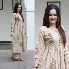 Bunaai by pari choudhary ( Pakistani Dresses Casual, Pakistani Dress Design, Indian Dresses, Indian Outfits, Stylish Dresses, Simple Dresses, Casual Dresses, Kurta Designs Women, Blouse Designs