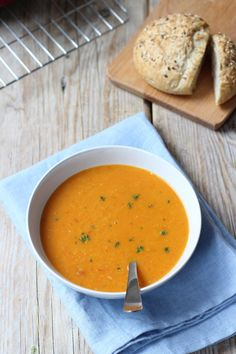 Photo by Lekker en Simpel Healthy Soup Recipes, Veggie Recipes, Vegetarian Recipes, Cooking Recipes, I Love Food, Good Food, Healthy Diners, Lunch Restaurants, Chowder Recipes