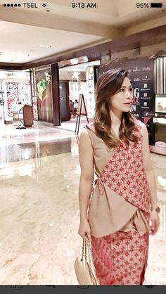 Muslim Fashion, Hijab Fashion, Indian Fashion, Womens Fashion, Blouse Batik, Batik Dress, Batik Kebaya, Batik Fashion, Indian Designer Suits