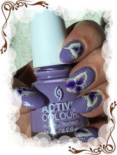 Un one stroke à trois couleur sur un vernis dispo chez Nails Papillons (10% avec le code ANTHEA)  Plus d'infos et de photos sur le blog : http://anthea-nail-art.over-blog.com/2017/08/tri-one-stroke.html