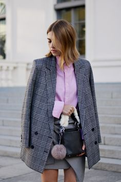 More on www.offwhiteswan.com Houndstooth Long Blazer by H&M Trend, Hahnentritt Mini Skirt with Knot by Zara, Pink Oversized Shirt by H&M, Mini Faux Fur Bag by Zara, Fur Sneakers by Kennel&Schmenger, Prefall Outfit, Autumn, Fall/Winter, Trend 2016, Herbstlook, Winteroutfit, Streetstyle Munich, Fashion Blogger, Mustermix, Pattern Mix #offwhiteswan #swantjesoemmer