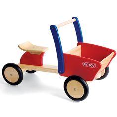 Met de Pintoy Cargo Loopwagen kan elk kind vanaf 1,5 jaar zijn of haar motorische vaardigheden ontwikkelen. Deze geweldige loopwagen heeft de vorm van een bakfiets en heeft voorop een opbergbak. Ideaal voor het vervoeren van je lievelingsspeelgoed.