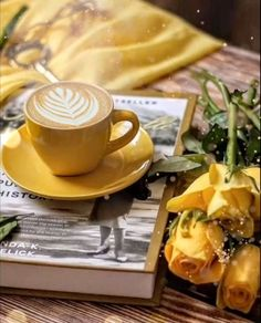 Have a fabulous Friday 😘🤍☕️💐💛😘 Good Morning Love Gif, Good Morning Coffee Images, Good Morning Beautiful Flowers, Good Morning Images Flowers, Sunday Morning Coffee, Good Morning Inspiration, Good Morning Greetings, Good Morning Animation, Café Chocolate