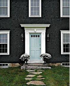 Dark gray exterior + light blue door = dreamy exterior color scheme!