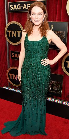 Julianne Moore in Givenchy Haute Couture - 2015 SAG Awards Julianne Moore, Red Carpet Gowns, Red Carpet Event, Stunning Dresses, Nice Dresses, Fabulous Dresses, North Carolina, Fiestas Party, Green Gown
