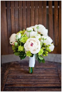 beautiful green and white bouquet.