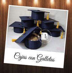 Cajas Birrete forradas con Tela para Graduación.