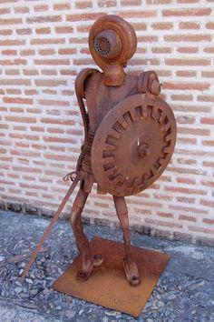 Juan Jesús Villaverde. Esculturas en hierro reciclado: Defensor