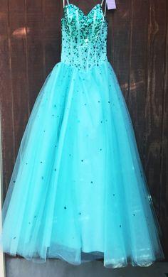 Poofy.. But not that poofy!  #2015dresses #cutehomecomingdress #cuteshortdress #cutedresses #utahdressrentals #utah #blingitondressrentals #bestdressesinutah #blingiton #rivertondressrentals #rivertonutah #dresses #dressesutah #dressrentals #poofydresses #bluedresses #formalwear #formaldress #wheretorentadress #rentadress