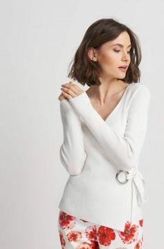 Jednobarevný svetr s převázáním