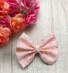 Soft Blush Chunky Glitter Bow #GlitterPattern