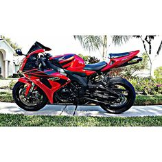 """""""I could look at her all day!! #honda #cbrnation #bikes #cbr_squad #teamhonda #bikelife #instamotogallery #bikeswithoutlimits #riderich #motorcyclemafia…"""""""