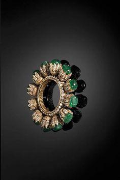 The stunning bracelet from the collection Aks designed by Birdhichand Ghanshyamdas Jewellers. India Jewelry, Gold Jewelry, Jewelery, Fine Jewelry, Diamond Bracelets, Jewelry Bracelets, Modern Jewelry, Wedding Jewelry, Antique Jewelry