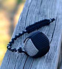 Learn how to make a giant monkey fist with paracord and a pool ball in this exciting DIY paracord project tutorial for DIY junkies and survivalists! Paracord Belt, Paracord Bracelets, Survival Bracelets, Hemp Bracelets, Survival Belt, Macrame Design, Watch Bands, Just In Case, Leather