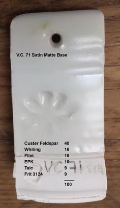 Plade til glasurprøve.C 71 Satin Matte (Variation) White Base Pottery Tools, Glazes For Pottery, Ceramic Pottery, Pottery Ideas, Ceramic Techniques, Pottery Techniques, Pottery Workshop, Pottery Studio, White Glaze Recipe
