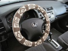 Diy Craft Projects, Crochet Projects, Crochet Car, Car Steering Wheel Cover, Crafts To Make And Sell, Hobbies And Crafts, Car Accessories, Hand Knitting, Taupe