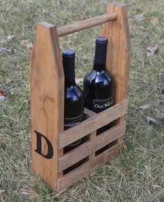 Wine Caddy (Step-by-Step Instructions) - Chisel & Fork Wine Caddy, Wooden Beer Caddy, Diy Home Accessories, Small Wood Projects, Wooden Gift Boxes, Diy Box, Wooden Diy, Wine Racks, Far
