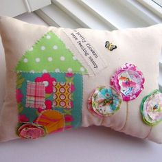 Appliqued  Cotton Pillow  Sassy Flowers Natural от tracyBdesigns