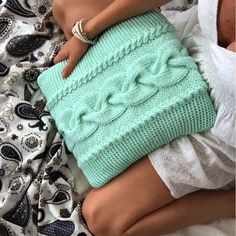 Ура! Done! Хочу ряд таких вязаных подушек 😍😍😍 моя ручная работа   #instaknitt #iloveknitting #i_loveknitting #knitt #knitted #knitting #knitwear #knitted_inspiration #knitting_inspiration #handmade #home #style #sweet #stylish #sweethome #knitting #design #details #lags #стиль #стильно #мода #модно #мята #мятный #уют #интерьер #дизайн