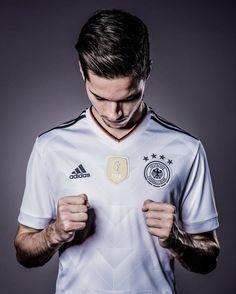 Julian Weigl Julian Weigl, Julian Draxler, Germany Team, We Are The Champions, Win Or Lose, Paris Saint, Saint Germain, Soccer Players, 5sos
