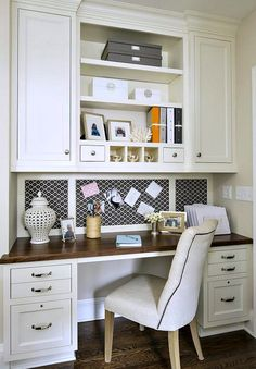 Cute home office/work station that doesn't take up much room.