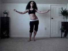Learn to belly dance: how to do an Egyptian figure eight