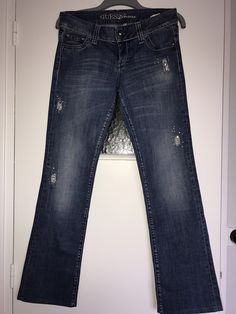 #jeans #Guess #strass Guess ! Taille 40 / 12 / L  à seulement 20.00 €. Par ici : http://www.vinted.fr/mode-femmes/jeans/29367506-jeans-guess-strass.