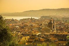 Old Town (Vieille Ville), Nice, Alpes-Maritimes, Provence-Alpes-Cote D'Azur, French Riviera, France Credit : Jon Arnold Images/ hemis.fr