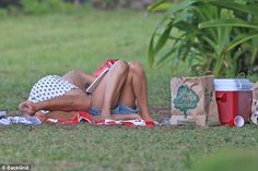 Margot Robbie and Tom Ackerley enjoy picnic in Hawaii | Daily Mail Online
