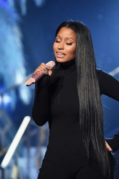 The Newest Celebrity Beauty Trend? Rapunzel Hair Never one to shy away from beauty extremes, Nicki Minaj went subtle with her makeup, but all out with her hip-length hair extensions for her 2016 AMAs performance. Nicki Minaj Makeup, Nicki Minaj Barbie, Nicki Minaj Outfits, Nicki Minaj Wallpaper, New Natural Hairstyles, Trendy Hairstyles, Black Hairstyles, Nicki Minaj Performance, Hip Length Hair