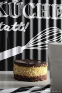 Wenn der Cheese mit der Schoko zum Cake wird ! Die Schokolade geht in die 3. Runde … und diesmal nicht alleine… mit etwas Frischkäse und ein Touch Orange … in Kleinformat zum Cake…