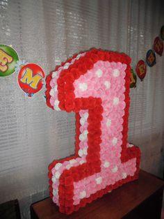 Объемная цифра из бумажных цветов-салфеток