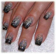 Black French Manicure with Glitter. Do the manicure with black and then add glitter of the middle. Easy Nails, Easy Nail Art, Simple Nails, New Year's Nails, Love Nails, Fun Nails, Gradient Nails, Glittery Nails, Glitter Nail Art