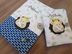 Kit porta caderneta de vacinas + porta documentos para bebes e crianças. <br> <br>Feitos com tecido 100% algodão. Forrados com manta. Aplique feito com feltro, nominho bordado a mão. Detalhes com botões. Bolsinhos laterais para documentos. <br> <br>Podem ser personalizados de acordo com o gosto de cada um !!!