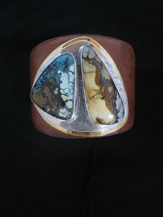 Anything this artist does I usually love. This is no exception. I love the stones and their shapes paired with the backplate on leather is simply gorgeous!