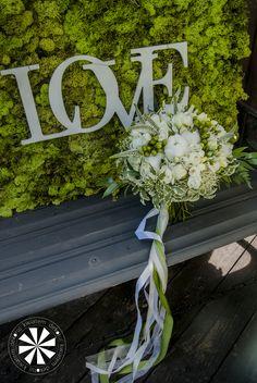 Klasyczny, okrągły, biały bukiet dla Panny Młodej Love, Crown, Wreaths, Home Decor, Amor, Corona, Decoration Home, Door Wreaths, Room Decor