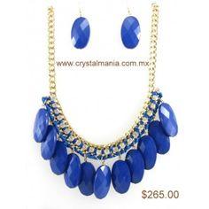 Set de collar y aretes en base dorada con detalles en tono azul rey estilo 30229