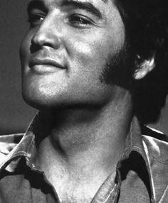 {*Gorgeous Elvis 1970*}