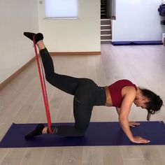Hou To Use Resistance Bands At home workouts with resistance bands. Exercises for beginners using resistance bands. Exercise at home for women. Booty burn at home. Fitness Workouts, Fitness Herausforderungen, Leg Day Workouts, Gym Workout Videos, Fitness Workout For Women, Workout Circuit, Fitness At Home, At Home Workouts For Women, Glute Workouts