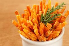 Oven baked sweet potato fries are a great alternative to regular french fries. Try this great recipe. Happy with a healthy twist! Easy Healthy Recipes, Clean Eating Recipes, Great Recipes, Easy Meals, Cooking Recipes, Favorite Recipes, Family Recipes, Diabetic Recipes, Diabetic Foods