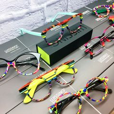 Glasses Frames For Girl, Online Eyeglasses, Cool Glasses, Fashion Eye Glasses, Four Eyes, Cheap Sunglasses, Through The Looking Glass, Optical Illusions, Eyewear