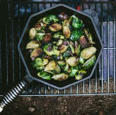 Our friends over at FINEX Cast Iron Cookware Co. are always coming up with incredibly tasty ways to get the most out of your cast iron, and this recipe for super simple brussels sprouts (with bonus… Cast Iron Grill, Cast Iron Skillet, Cast Iron Cooking, Camping Menu, Camping Foods, Backpacking Food, Ultralight Backpacking, Cast Iron Recipes, Super Greens