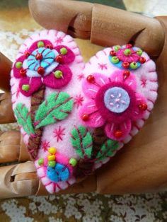 ES415/B - Flower In The Garden Handmade Felt Brooch - Baby PInk. £14.50, via Etsy.